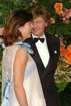 Seit dem 23. Januar 1999 ist Caroline in dritter Ehe mit Ernst August Prinz von Hannover verheiratet und führt seitdem den Titel Prinzessin von Hannover