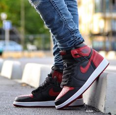 "Air Jordan 1 Retro ""Banned"" Cool Jordans, Nike Air Jordans, Sneakers Fashion, Fashion Shoes, Shoes Sneakers, Jordan 1, Zapatillas Jordan Retro, Air Jordan Sneakers, Hype Shoes"