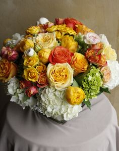 Finishing off with a floral sunset to set the weekend mood. Ranunculus, Flower Delivery, Hydrangea, Tulips, Floral Arrangements, Roses, Mood, Table Decorations, Sunset