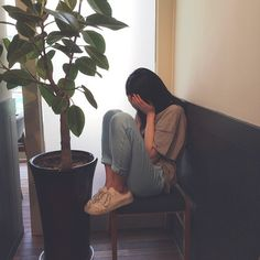 ulzzang girl alone Ulzzang Korean Girl, Cute Korean Girl, Ulzzang Couple, Uzzlang Girl, Sad Girl, Korean Aesthetic, Aesthetic Girl, Girl Pictures, Girl Photos