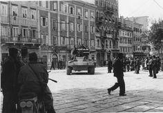 Partizanski tank sredi osvobojenega Trsta maja 1945