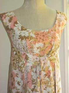 Pretty tie wrap dress made with vintage sheet. Vintage Fabrics, Vintage Sheets, Vintage Linen, Vintage Floral, Diy Dress, Dress Skirt, Wrap Dress, Dress Patterns, Sewing Patterns