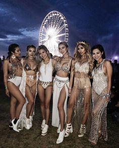 Coachella-Outfits, Festival-Outfits, Festival-Mode, Damenmode, via Lisa Lee Festival Looks, Festival Mode, Edm Festival, Festival Wear, Tortuga Music Festival, Hippie Festival, Festival Coachella, Music Festival Outfits, Music Festival Fashion
