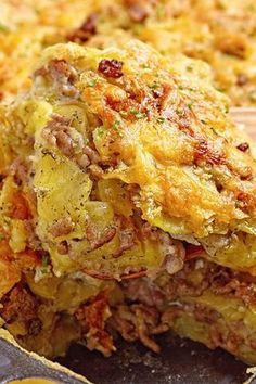 Cheesy Ground Beef and Potato Casserole. Cheesy Ground Beef and Potato Casserole Recipe with Garlic, Cream of Mushroom Soup, Onion, Milk, and Cheddar Cheese - 10 Minute Prep Time. Potatoe Dinner Recipes, Potatoe Casserole Recipes, Casserole Dishes, Potato Recipes, Hamburger Recipes, Ground Beef Recipes, Meat Recipes, Cooking Recipes, Cheese Recipes