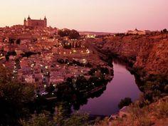 Un destino turisticao popular esToledo, Espana porque tiene mucha historia.