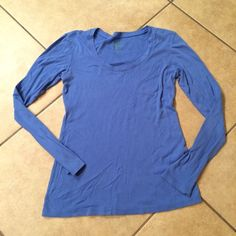 Long sleeved tee shirt Long sleeved blue tee shirt, some wear but lots of life left! Great with a scarf and boots! Old Navy Tops Tees - Long Sleeve
