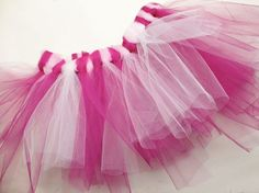 A tutu is probably the dream of every little girl. Whether as a princess or as a flamingo – the tulle skirt is versatile. Kids Clothes Storage, Kids Clothes Organization, Diy Clothes, Diy Jupe Tulle, Tutu En Tulle, Karneval Diy, Robe Diy, Carnival Dress, Fabric Basket Tutorial