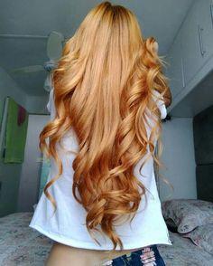 I love beautiful hair colors . This golden honey blonde beauty is definitely a goal . Long Red Hair, Super Long Hair, Wavy Hair, 4c Hair, Permed Hairstyles, Pretty Hairstyles, Drawing Hairstyles, Saree Hairstyles, Bangs Hairstyle