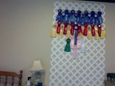 LOVE this idea! I've been thinking of a way to display my ribbons without turning them into a quilt or putting them in a shadowbox. Cut the lattice into four pieces and have the ribbons hang around my favorite riding photo. Ribbon Quilt, Ribbon Wall, Diy Ribbon, Ribbon Crafts, Diy Crafts, Horse Ribbon Display, Show Ribbon Display, Horse Show Ribbons, Horse Show Mom