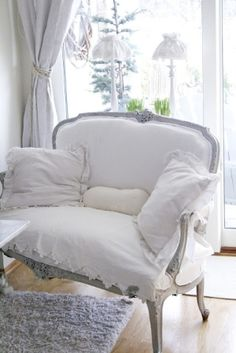 French chairs with down pillows..This is what I need, a piece of linen to cover my yellow, gold sofa.
