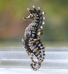 Seahorses Brooch Pin.