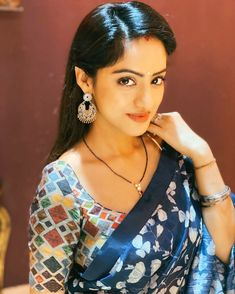 Photo by Deepika Singh Goyal on October Image may contain: one or more people and closeup Kajol Saree, Deepika Singh, Indian Tv Actress, Indian Actresses, Beautiful Saree, Beautiful Dresses, Beautiful Housewife, Beautiful Blonde Girl, Cute Girl Pic