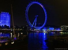 The London Eye at night - looks so pretty, doesn't it? Vacation Spots, Vacation Ideas, London Eye At Night, London Blog, Trotter, Night Looks, Marina Bay Sands, Places To See, Globe