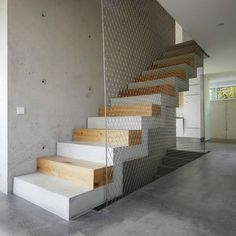 Gallery - House in Wilhermsdorf / René Rissland + Peter Dürschinger - 2 Image 2 of 22 from gallery of House in Wilhermsdorf / René Rissland + Peter Dürschinger. Photograph by Simone Ottinger Concrete Staircase, Staircase Railings, Staircase Design, Stairways, Staircase Ideas, Concrete Wood, Escalier Design, Wood Steps, Modern Stairs
