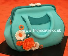 Cake designer Lindy's Smith passionately shows her students how to carve and decorate a handbag cake. Lindy encouraged her small class to create the shape and cover the cake using stencils and moulds. Shoe Cakes, Cupcake Cakes, Cupcakes, Glamour Cake, Cake Decorating Courses, Decorating Ideas, Handbag Cakes, Dragon Cakes, Dress Cake