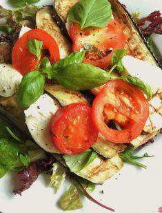 Gegrilde aubergine met tomaat en mozzarella. Anne Marie Reuzenaar.