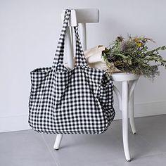 Patron numérique Mon joli mom-bag Best Tote Bags, Diy Tote Bag, Sac Week End, My Style Bags, Craft Bags, Linen Bag, Patchwork Bags, Fabric Bags, Big Bags