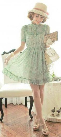 Vintage outfit - love the hat - a bit of a longer dress would look better - otherwise very cute