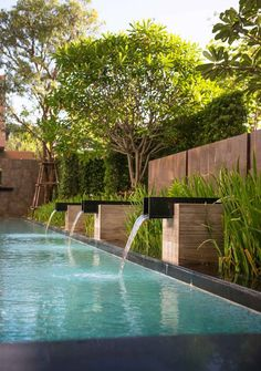That's 21 very lovely swimming pool design. Exactly how do you think about all the above swimming pool designs? Hope you find a lot of inspiration below. Outdoor Water Features, Pool Water Features, Water Features In The Garden, Backyard Pool Designs, Swimming Pool Designs, Swimming Pool Fountains, Backyard Ponds, Modern Landscaping, Backyard Landscaping