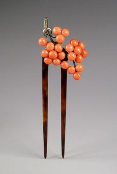 Beautiful hairpin with coral beads set on gilt sivler. The heading is hinged to tortoiseshell teeth. Stamped 800 with the workshop seal. This kind of hairpin with coral decoration was in vogue in Germany and Austria during the Head Jewelry, Coral Jewelry, Jewelry Art, Antique Jewelry, Jewelry Necklaces, Bijoux Art Nouveau, Art Nouveau Jewelry, Tiara Hairstyles, Vintage Hairstyles