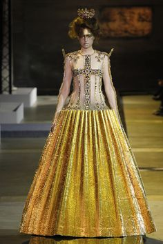 Guo Pei Spring 2017 Couture Fashion Show Collection