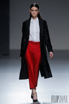 Angel Schlesser Fall-winter 2013-2014 - Ready-to-Wear - http://www.flip-zone.com/fashion/ready-to-wear/independant-designers/angel-schlesser