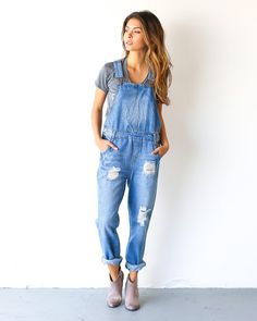Our Magnolia Denim Overalls are a must! A gorgeous washed cotton overall with adjustable straps, pockets and a fab fit! Easily roll the ankle up and pair with booties or sneakers! We love it for year Overalls Outfit, Denim Overalls, Overalls Fashion, Denim Skirts, Midi Skirts, Amo Jeans, Salopette Jeans, Casual Outfits, Fashion Outfits
