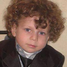 #SpeakUp4SyrianChildren  Ward Ali Omran ,4 años, de Alqusur en Damasco. Fue asesinado por los bombardeos con proyectiles de las bandas terroristas de Assad. El 22 de diciembre 2012 Ward pasó al paraiso con su mirada que dió esperanza a su famila.