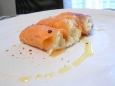 Involtini di salmone affumicato con purè di cipolla   Palla di riso