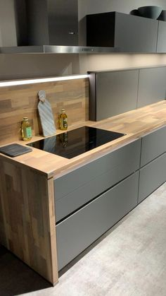 The Best Black Kitchens Kitchen Trends You Need To See 5 - kindledecor Kitchen Room Design, Kitchen Cabinet Design, Modern Kitchen Design, Home Decor Kitchen, Interior Design Kitchen, Kitchen Furniture, Modern Grey Kitchen, Modern Apartment Design, Kitchen Ideas