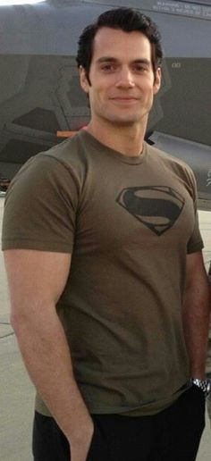 I think it's damn awesome that he's wearing a superman t-shirt. Now I feel unworthy of wearing a Superman t-shirt ever again. Henry Cavill, Henry Superman, Superman Cavill, Gentleman, Henry Williams, Clark Kent, Models, Perfect Man, Gorgeous Men