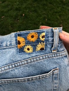 Sunflower Jeans back tag embroidery used to fix jeans! Cute sunflowers to brighten up your day. Hand Embroidery Art, Embroidery On Clothes, Simple Embroidery, Embroidered Clothes, Embroidery Stitches, Embroidery Patterns, Jean Embroidery, Denim Jacket Embroidery, Knit Patterns
