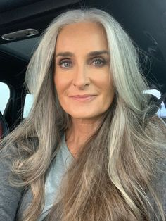 Gray hair don't care. Salt and pepper hair. Grey Hair Over 50, Long Gray Hair, Grey Hair Model, Blonde Model, Grey Hair Inspiration, Body Inspiration, Model Tips, Beautiful Women Over 50, Silver White Hair
