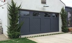 60 Pictures of Your Best Garage Door Ideas Inspiration Provide your garage an excellent look with garage doors concepts from our short article. You could locate your dream garage door and also Door Design, Garage Door Styles, Farmhouse Garage, Garage Decor, House Exterior, Garage House, Garage Door Design, Garage Door Colors, Garage Door Types
