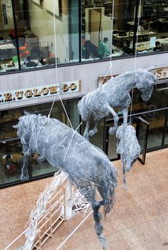 life size horses made out of chicken wire by artist Tessilda ( Tess Dumon) Central Saint Martins, Royal College Of Art, Chicken Wire, Sculpture Art, Horses, Fine Art, Outdoor Decor, Artist, Painting