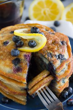 These tasty Paleo Lemon Blueberry Pancakes are gluten free, grain free, dairy free and sure to please even the finickiest eater! Dairy Free Recipes, Paleo Recipes, Cooking Recipes, Gluten Dairy Free, Banting Recipes, Paleo Food, Healthy Food, Paleo Breakfast, Breakfast Recipes