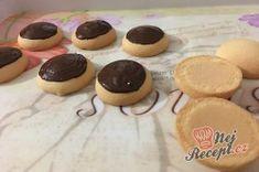 Likérové špičky - fotopostup | NejRecept.cz Muffin, Pudding, Breakfast, Food, Powdered Milk, Cacao Powder, Top Recipes, Cool Desserts, Cake Shop