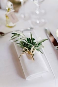 ideas olive tree wedding table simple for 2019 Wedding Table Themes, Wedding Table Settings, Place Settings, Wedding Decorations, Greek Wedding Theme, Stage Decorations, Wedding Stage, Olive Wedding, Olive Branch Wedding