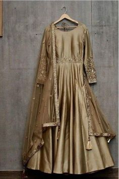 Custom Handmade luxury Bridal and party Wear outfits From India Stylish Dresses For Girls, Stylish Dress Designs, Designs For Dresses, Casual Dresses, Designer Party Wear Dresses, Indian Designer Outfits, Indian Outfits, Indian Gowns, Pakistani Fashion Party Wear