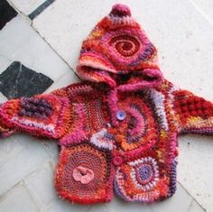 Small child's hooded jacket ~ FREEFORM {Manteau de bébé crocheté en crochet-fou ou free-crochet. Fibres mélangées Rose}