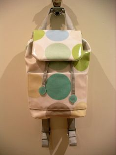 Cute backpack purse in oilcloth, but I would probably stick to normal cotton. Tutorial from u-handbag