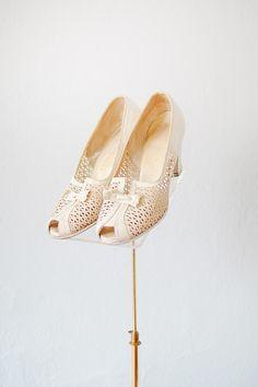 vintage 1930s shoes | 30s vintage shoes | vintage 1930s white mesh peep toe heels