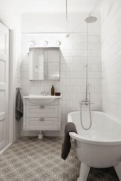 baño con baldosas hidraúlicas