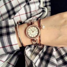 $74.98 (原價$150)高顏值Anne Klein 施華洛世奇水晶時尚腕錶 Anne Klein Women's AK/1960GBST Swarovski Crystal-Accented Gold-Tone Bangle Watch and Bracelet Set