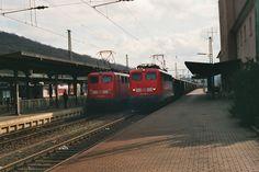 1999.03.06. die140-126  wird in Dillenburg mit ihrem Güterzug über Gleis 1 geleitet