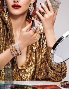 "- Gioiello Vogue Japan Dezember 2018 - Fotografie - -EDITORIAL: ""Glowing with Style"" - Gioiello Vogue Japan Dezember 2018 - Fotografie - - Fine Works Golden Openable Bangle Set. Vogue Japan, Jewelry Editorial, Editorial Fashion, High Jewelry, Stone Jewelry, Luxury Jewelry, Princess Jewelry, Jewelry Photography, Editorial Photography"