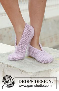 "Garnstudio, Drops Design Free pattern DROPS 111 29 knitted slippers in andes or eskimo DROPS knitted slippers in ""Eskimo"". ~ DROPS Design An old favorite ~ great for… Ravelry: knitted slippers in ""Eskimo"" pattern by DROPS design - did these in f Knit Slippers Free Pattern, Knitted Slippers, Wool Socks, Slipper Socks, Crochet Slippers, Knit Or Crochet, Knitting Socks, Pink Slippers, Crochet Granny"