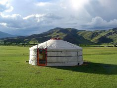 Trans-Mongolian East-West: Beijing - Ulan Bator - Baikal - Yekaterinburg - Moscow - St. Petes (TS-17)