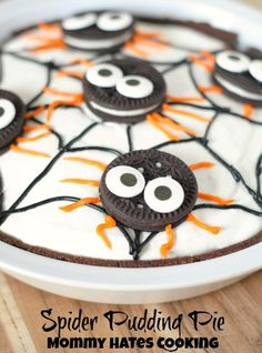 Spider Pudding Pie I Mommy Hates Cooking #TruMooHalloween #CleverGirls Look at this fun recipe for Halloween or a class room party! Pin this to your Halloween Board!