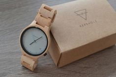 Ușor de asortat, nonconformist și eco! BRAND NOU pe site-ul nostru. Hai să vezi ceasurile din LEMN de la KERBHOLZ! Wood Watch, Watches, Cool Stuff, Accessories, Wrist Watches, Cool Things, Wristwatches, Wooden Clock, Tag Watches